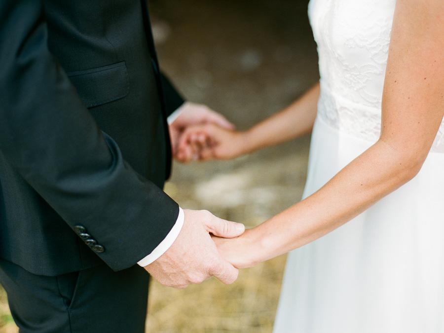 Detailfoto Hände des Brautpaares