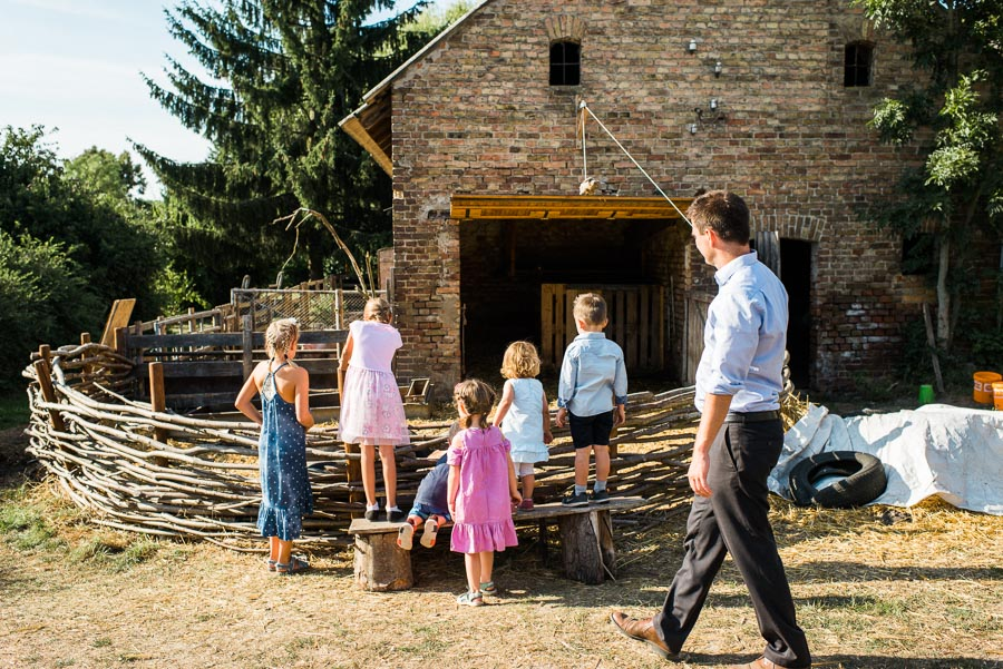 Tierfütterung bei Hochzeit auf Gut Boltenhof