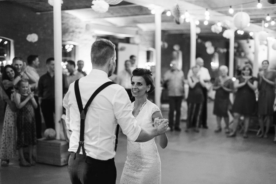 Braut und Bräutigam beim Tanz