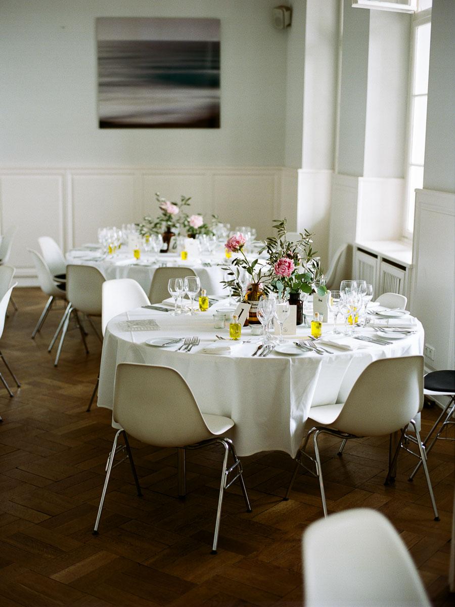 Selbstgestaltete Tischdeko für Hochzeit