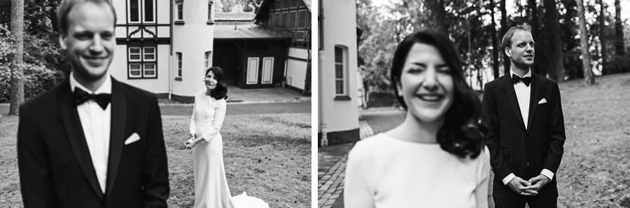 Bilder von lachendem Hochzeitspaar