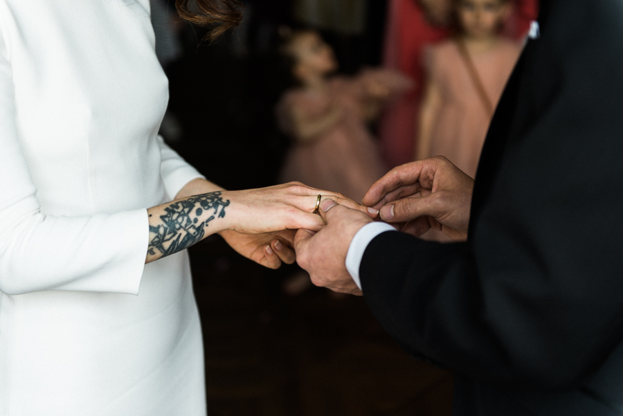 Ringe anstecken bei Hochzeit