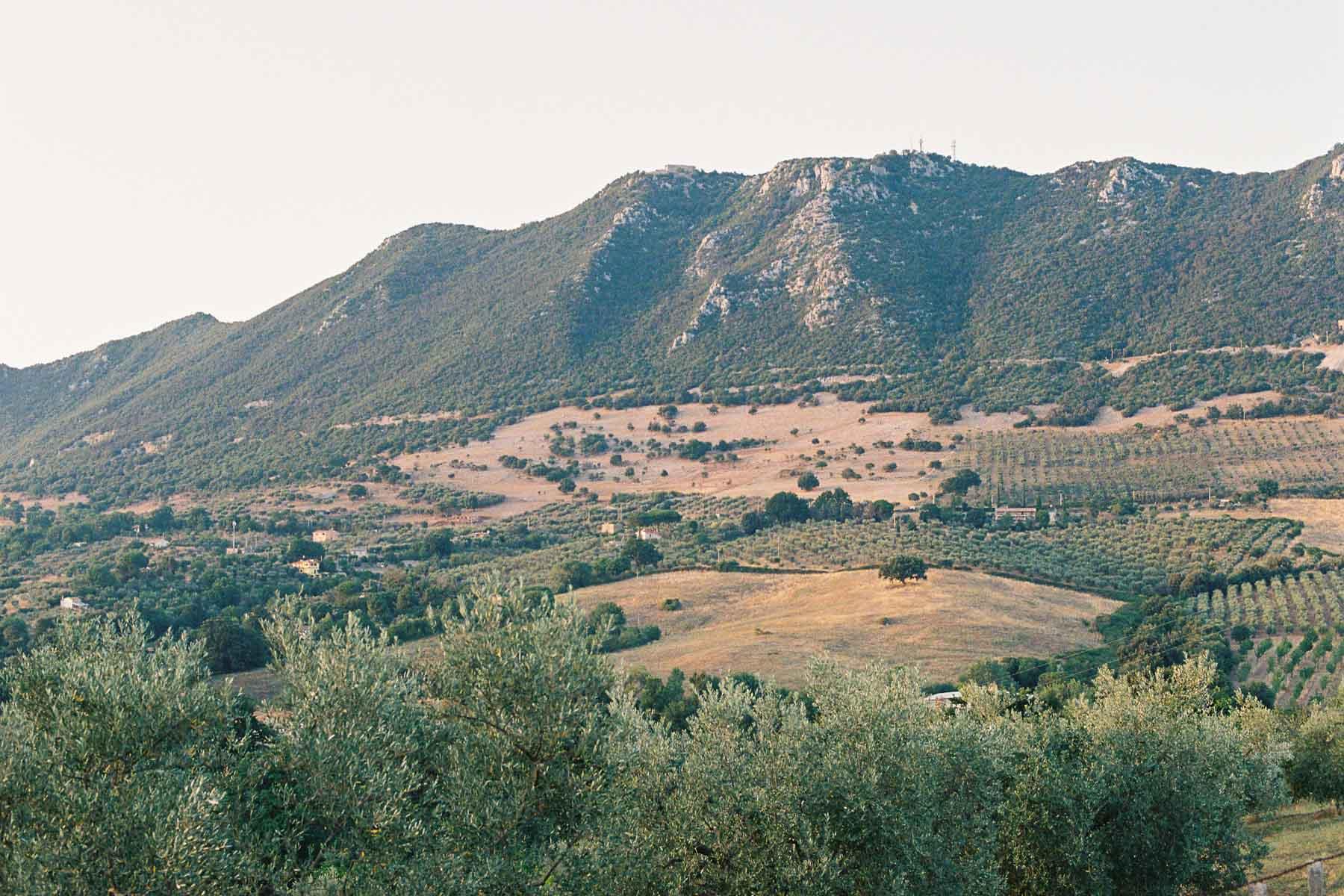 Blick auf den Monte Soratte, Lazio, Italien